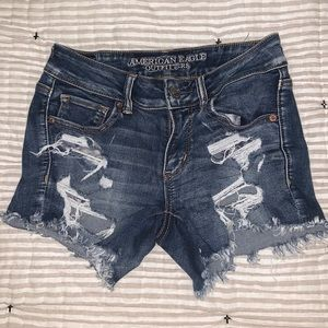 🌼 AEO Distressed Shorts